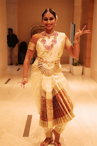 Beautiful Woman with stunning classic dancer makeup - makeup classes in Chennai